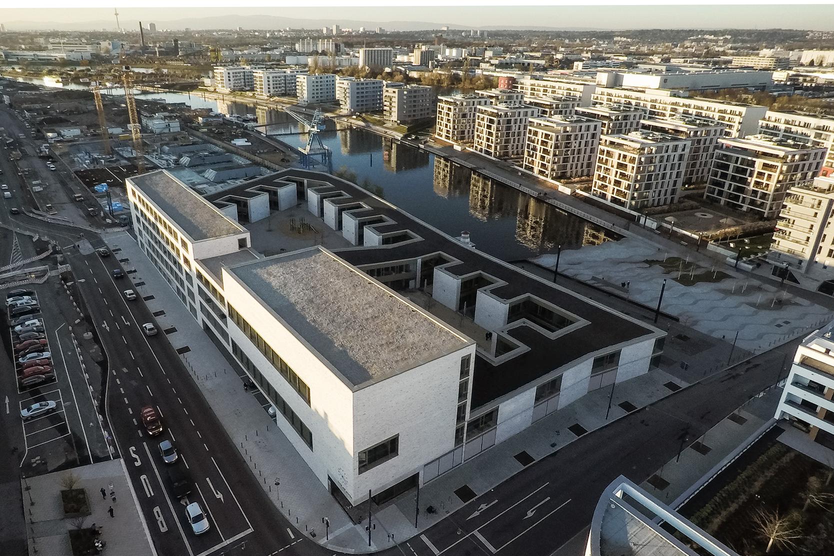 Hafenschule Offenbach_Luftaufnahme_Waechter+Waechter