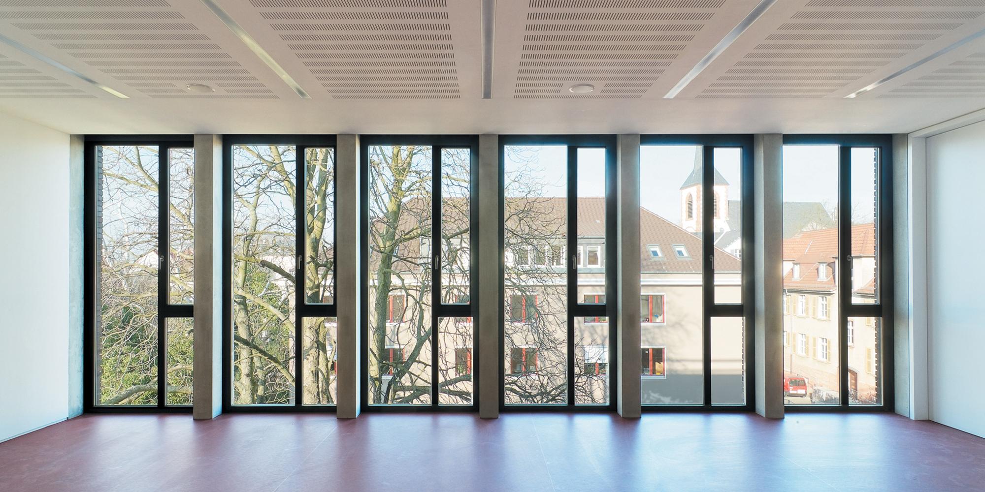 Hedwig-Burgheim-Haus - Klassenraum Fenster