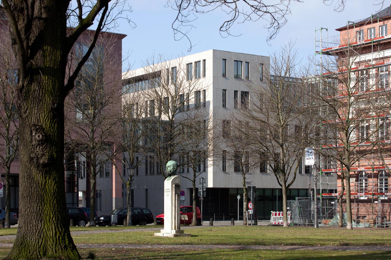 Justizzentrum - Mathildenplatz