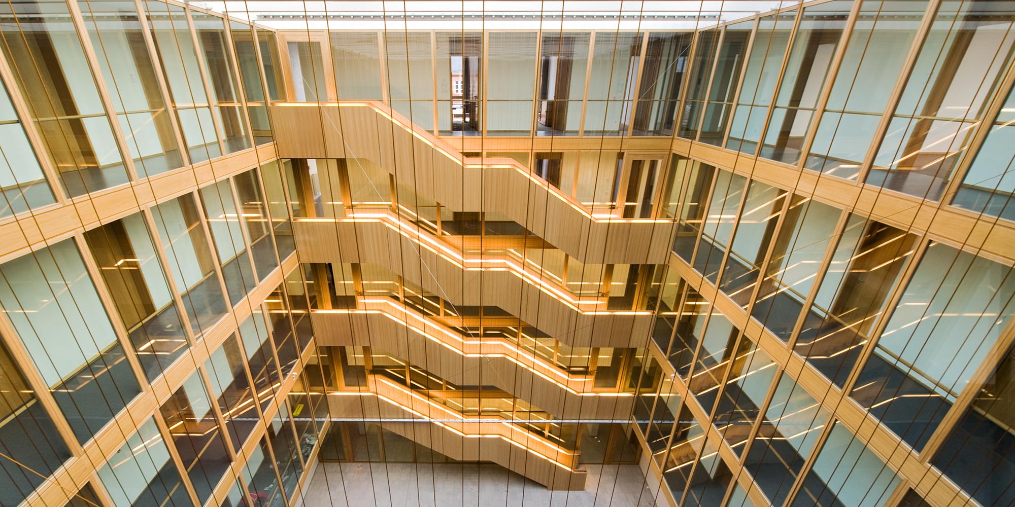 Justizzentrum, Oberlandesgericht, Polizeirevier Foyer